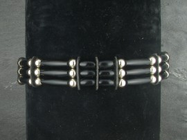 Horn with nickel beads on a waxed nylon cord. Sioux handmade by the Yellowhorse family from Pine Ridge.